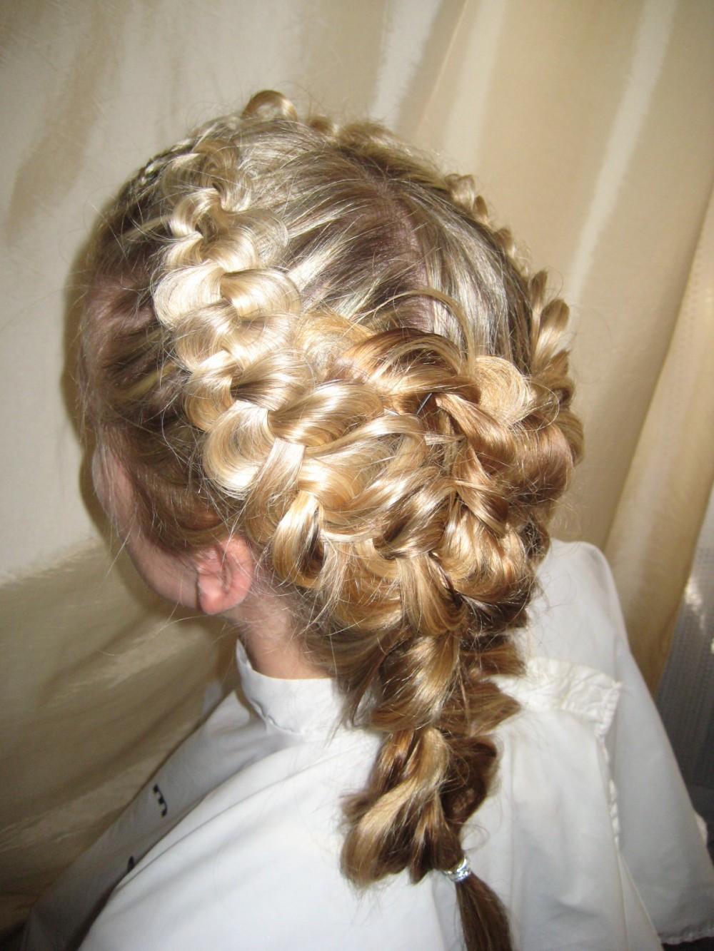Плетение волос Евгения