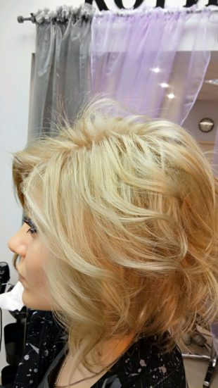 Блондинка Весенняя прическа профиль
